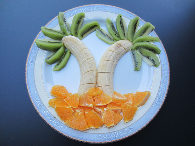 La mejor manera de hacer que los niños coman fruta es que se lo pasen bien con ella